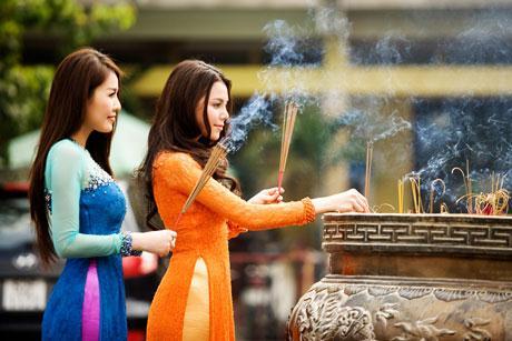 Trang phục khi đi lễ chùa vào ngày rằm